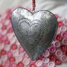 Shaker style tin heart   #gifts #beautyjobs #cosmeticsrecruitment   www.arthuredward.co.uk