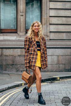 London FW 2019 Street Style: Emili Sindlev - My Fashion Board - Italian Street Style, Berlin Street Style, Street Style Vintage, Look Street Style, Street Looks, Street Style Summer, Street Chic, Street Style Women, Model Street Style