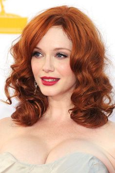 Trendy Hair Color Auburn Christina Hendricks Ideas - All About Hairstyles Maroon Hair Colors, Dark Auburn Hair Color, Red Hair Color, Color Castaño, Cristina Hendrix, Hair Rainbow, Celebrity Hairstyles, 2014 Hairstyles, Elegant Hairstyles