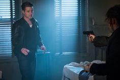 Jim Gordon is threatened by Alice Gotham Season 3 Episode 3 Look Into My eyes