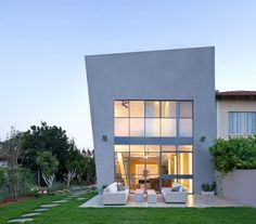 Herzelya Green House by Sharon Neuman Architects