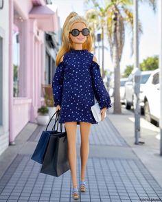 When your online order can't arrive fast enough. Barbie Dolls Diy, Barbie Fashionista Dolls, Barbie Model, Doll Clothes Barbie, Barbie Doll House, Barbie Life, Barbie Style, Barbie Gowns, Barbie Dress