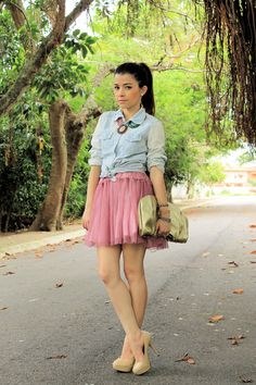 bubble-gum-skirt-light-blue-blouse-beige-pumps