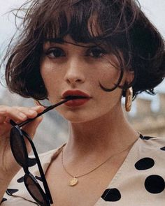 There are many, many styles for short hair look. Take a look at our gallery Hair Inspo, Hair Inspiration, Taylor Lashae, Photographie Portrait Inspiration, Very Pretty Girl, Aesthetic People, Poses, Girl Face, Hair Looks