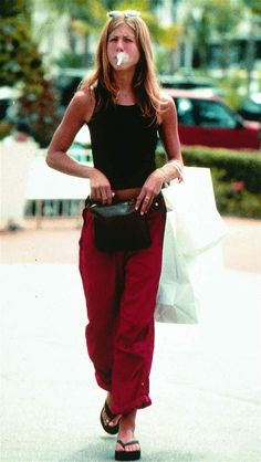 Jennifer Aniston compares social media to tobacco industry Jennifer Aniston 90s, Jennifer Aniston Smoking, Jennifer Aninston, Jennifer Aniston Pictures, Rachel Green Outfits, Celebrity Smokers, 90s Fashion, Fashion Outfits, Friend Outfits