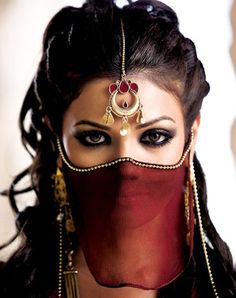 Arabian Beauty Eyes Woman Niqab If you are looking for some real fun hobby these days, this one is really tops on my list. Beautiful Eyes, Beautiful People, Gorgeous Women, Arabian Beauty, Arabian Eyes, Arabian Women, Arabic Makeup, Face Veil, Exotic Beauties