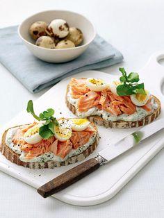 Lascas de salmão com ovo de codorna