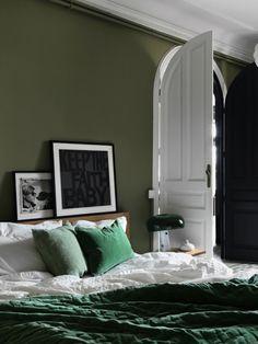 Linum sovrum, överkast i grön sammet