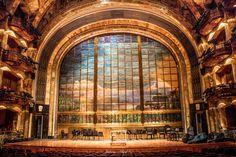 Telon de cristal en el Palacio de las Bellas Artes, fue producido por la casa Tiffany, y es unico ya que no hay otro en el mundo.