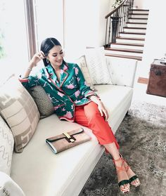 please watch Tonight with Arnold Clavio! Heart Evangelista Style, Filipino, Girl Fashion, Fashion Outfits, Fasion, Power Dressing, Elegant Outfit, Modest Outfits, Casual Chic
