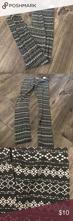 Abercrombie patterned leggings Black and white with geometric patterns Abercombie Kids Pants Leggings