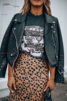 How to wear graphic tees + 12 favorites 15 winter fashion tips by s most stylish influencers Looks Street Style, Looks Style, Looks Cool, Street Style Edgy, Street Style Women, Style Outfits, Mode Outfits, Fashion Outfits, Casual Outfits