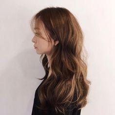 Flipped Out Straight Hair - 30 Best Hairstyles for Long Straight Hair 2019 - The Trending Hairstyle Face Shape Hairstyles, Permed Hairstyles, Pretty Hairstyles, Straight Hairstyles, Braided Hairstyles, Long Layered Hair, Long Hair Cuts, Korean Wavy Hair, Korean Perm