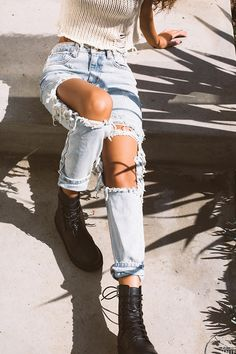 Outfits With Heels Part Cute Winter Outfits (Ripped Jeans) Slideshow: Read more: 4 Tips to Improve Overall Appearance and Fashion Trends Fashion Mode, Fashion Killa, Denim Fashion, Fashion Outfits, Womens Fashion, Fashion Trends, Mode Style, Style Me, Looks Instagram