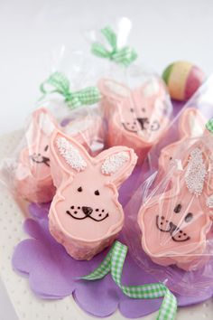 Hop-Along Marshmallow Bunnies ~Paula Deen~ Easter Bunny Cake, Easter Cookies, Easter Treats, Easter Food, Easter Party, Decorated Marshmallows, Marshmallow Bunny, Rabbit Cake, Spring Desserts
