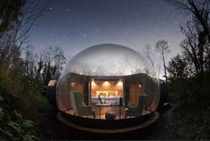 While transparent domes have sprung up in glamping destinations worldwide, Finn Lough sets itself apart from the pack with extra touches of luxury. Tagged: Exterior and Dome RoofLine. Enchanting Bubble Domes in the Irish Woods. Places To Stay In Ireland, Places To Go, Journey, Glamping, Bubble Tent, Bubble House, Lac Saint Jean, Stars, Nature