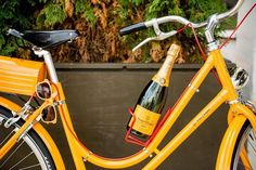 Fiets & Veuve Clicqout : yes, please ! Veuve Cliquot, Mellow Yellow, Prosecco, Cocktails, Instagram, Cheers, Beverages, Bar Drinks, Yummy Drinks