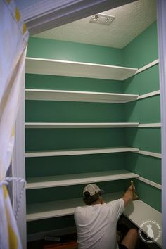 pantry makeover - the handmade home A simple and easy tutorial on how to build pantry shelves.Tansform your pantry and your life with this easy tutorial and supply list. Pantry Room, Corner Pantry, Small Pantry Closet, Open Pantry, Walk In Pantry, Room Kitchen, Kitchen Interior, Pantry Shelving, Pantry Storage