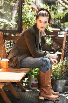 Timberland boots, jeans, cozy green fall jacket....I WANT THESE BOOTS!!!
