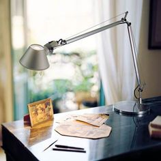 Michele De Lucchi and Giancarlo Fassina collaborated on the Tolomeo lamp in 1986 – which won the Compasso D'Oro a few years later in 1989 Bedside Lamp, Desk Lamp, Table Lamps, Office Light, Office Lamp, Modern Minimalist Bedroom, Table Design, Luz Led, Diffuser