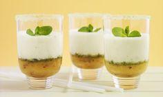 Pfirsich-Smoothie mit Minze - Rezepte - Schweizer Milch Creme Fraiche, Smoothies, Panna Cotta, Pudding, Ethnic Recipes, Desserts, Food, Peach, Strawberries