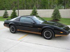 1982 Pontiac Firebird Trans Am (Black and Gold Recaro Edition)