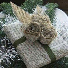 Easy and Creative DIY Gift Wrap Ideas - Newspaper Wrapping and Roses - Click Pic for 25 Gift Wrapping Ideas for Christmas - DIY and Crafts Creative Gift Wrapping, Present Wrapping, Wrapping Ideas, Creative Gifts, Holiday Gifts, Christmas Gifts, Christmas Ideas, Winter Christmas, Gift Wraping