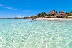 Isla Mujeres es una de las más populares actividades en Cancún; esta encantadora isla de pescadores es una de las atracciones turísticas más importantes de la zona y es accesible vía ferry Cancún – Isla Mujeres. Sin embargo, para aprovechar mejor tu día en el Caribe Mexicano, te recomendamos reservar un tour a Isla Mujeres.