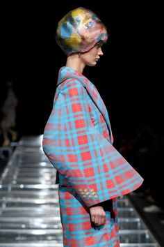 Anrealage 2012 collection Time is a creative trip into the last 40 years of fashion.
