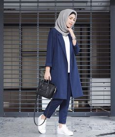 How to Get the Modern Hijab Street Style Look - hijab outfit Hijab Casual, Ootd Hijab, Casual Wear, Trend Fashion, Look Fashion, Fashion Ideas, Fashion Quotes, Fashion Black, Korean Fashion