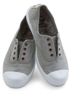 cute lace-less tennis shoes http://rstyle.me/n/hfpndr9te