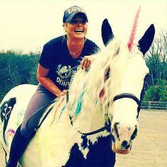 Miranda Lambert 32   Miranda Lambert 32nd Birthday: Rides Horse, Unicorn, Thanks Friends ...