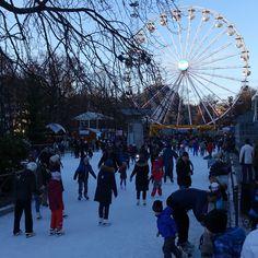 vinter i oslo | norge | spikersuppa | skøytebanen foran pariserhjul julestjernen på jul i vinterland