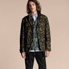 BURBERRY THE FLORAL FIELD JACKET. #burberry #cloth #
