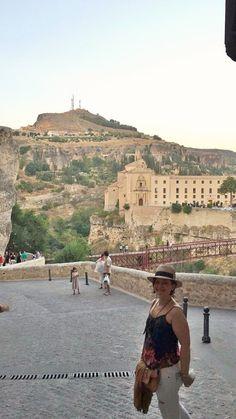 Cuenca é uma bela cidade, situada no interior da Espanha, na região nordeste de Castilla- La Mancha. Capital da província homônima. Esta situada no alto dos cânions do Rio Júcar e Huécar. Desde 199…
