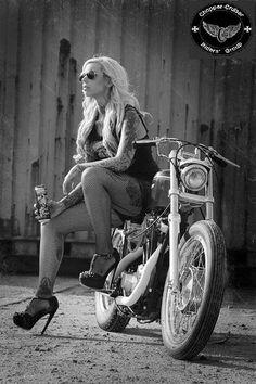 Ideas For Motorcycle Outfit For Women Biker Chick Harley Davidson Cafe Racer Girl, Motorbike Girl, Motorcycle Outfit, Motorcycle Girls, Motorcycle Quotes, Lady Biker, Biker Girl, Boho Chick, Motard Sexy