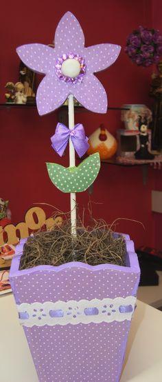 Vasinho e flor de MDF com tecido.