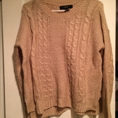 Sweater Only worn once, so comfy! Forever 21 Sweaters Crew & Scoop Necks