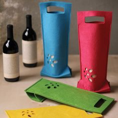 Kalalou Felt Wine Bag - Set of Four Carrier Bag Holder, Wine Bottle Covers, Felt Gifts, Wine Craft, Bottle Bag, Wine Gifts, Gift Bags, Sewing Projects, Gift Wrapping