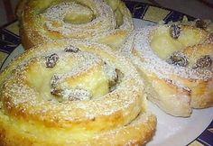 Túrós-pudingos csiga recept képpel. Hozzávalók és az elkészítés részletes leírása. A túrós-pudingos csiga elkészítési ideje: 60 perc Hungarian Recipes, Sweet Pastries, Sweet Cakes, No Bake Cake, Bagel, Doughnut, Croissant, Deserts, Food And Drink