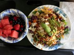 Large Taco Salad with a side of fresh fruit 15 Bean Soup, Zucchini Soup, Sandwiches For Lunch, High Protein Snacks, Soup Mixes, Camping Meals, Food Preparation, Quick Meals