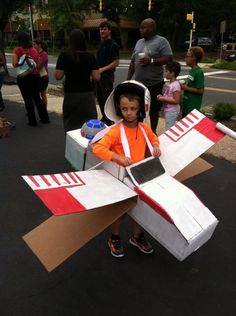 cardboard x wing fighter costume | Thanks to Candice D. for the tip! Send yours to tips@fashionablygeek ...