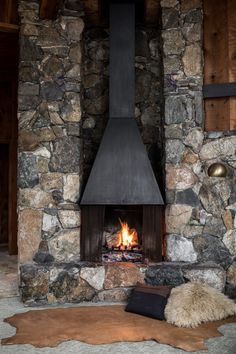 Fireplace of the Redwood Clad Fritz House at Esalen Institute in Big Sur, California Cabin Fireplace, Fireplace Design, Big Sur, Cabin Design, House Design, Rock Fireplaces, Wooden Cabins, Expensive Houses, Big Houses