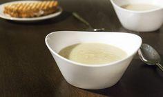 Lekkere frisse en romige pastinaaksoep met appel en kokosmelk. Makkelijk om te maken en lekkerder dan soep uit zak, blik of pak! Enjoy & voel je goed!