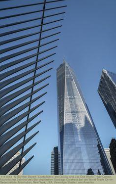 the Oculus und das One World Trade Center, futuristischer Bahnhof des Star Architekten Santiago Calatrava bei der World Trade Center Gedenkstätte, Manhattan, New York, USA, Vereinigte Staaten von Amerika