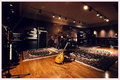 Cómo tener una buena acústica en una sala - http://saxoargentina.com.ar/2015/04/10/como-tener-una-buena-acustica-en-una-sala/ Cuando se construye una sala o local que será destinado a la música y a dar conciertos, es importante tener en cuenta la acústica de la sala. Para ello, es necesario desde un primer momento definir las dimensiones en relación al tiempo de reverberación y también teniendo en cuenta la cantidad de ...