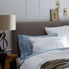rashida-jones-bedroom-01.jpg