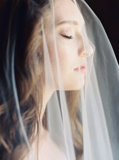 Wedding veil photo and portrait inspiration for bridal photographs taken on your wedding day. A timeless memento for brides-to-be.  #elegantbridalportraits  #bridalportraitphotographs  #bridalportraitposes