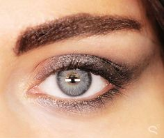 7 Urban Decay Smoky Naked Palette Looks to Try - Ombré'd metallic gray smoky eye