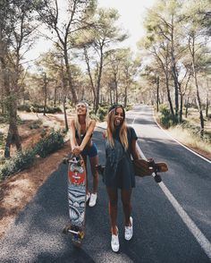 Started getting into skateboarding by watching Eva. I love it!! Best Friend Photos, Friend Pics, Best Friend Goals, Bffs, Bestfriends, Longboarding, Insta Goals, Bff Goals, Skateboard Pictures